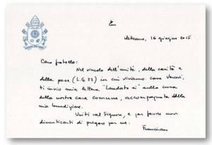 """Bilhete enviado pelo papa aos bispos que receberam a encíclica """"Laudato Si"""". Foto: L´Osservatore Romano"""